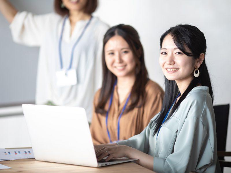 人材開発の教育訓練を受ける人