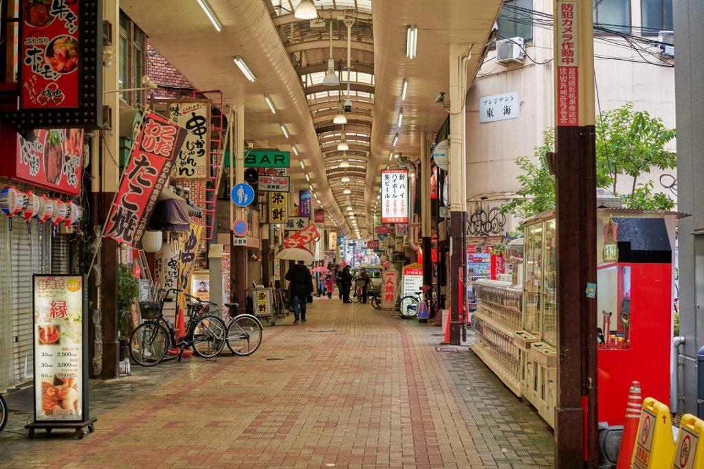 時短営業の商店街