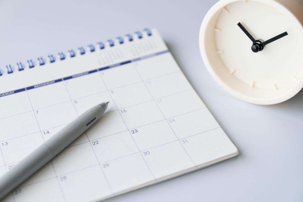 申請期限を確認するカレンダー
