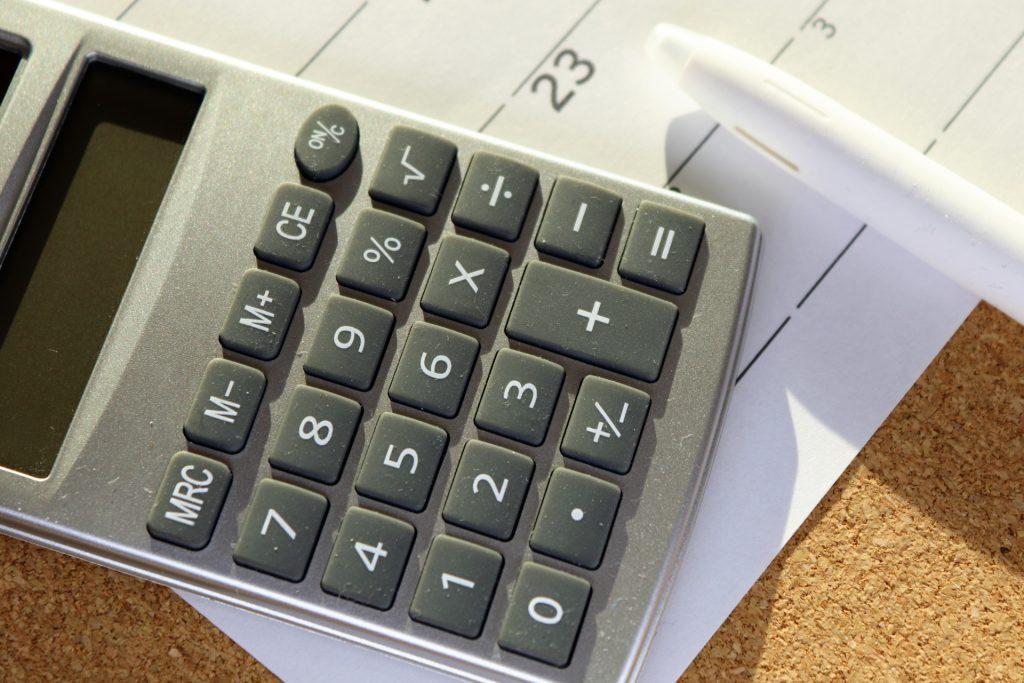 休業手当の計算につかう電卓