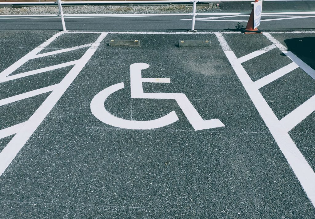 就職困難な人を表す車椅子マーク
