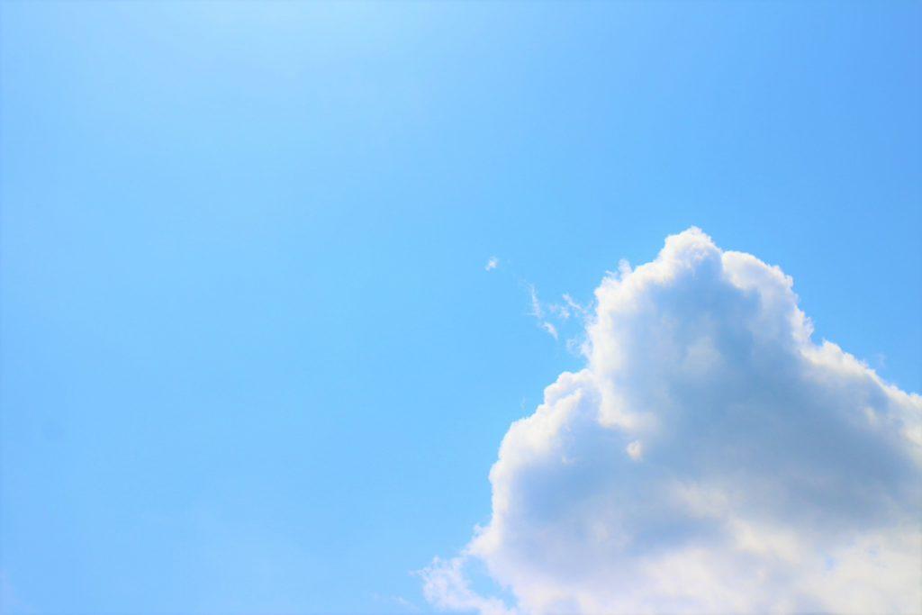 助成金受け取りの希望イメージの青空